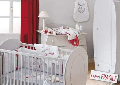 deco chambre fille rouge et blanc. Black Bedroom Furniture Sets. Home Design Ideas