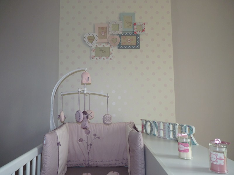 Emejing idee deco mur chambre bebe fille images design - Decoration murale bebe ...