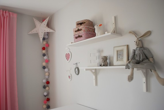 Univers chambre bb la chambre colore de valentina juliana for Chambre de bb fille dcoration