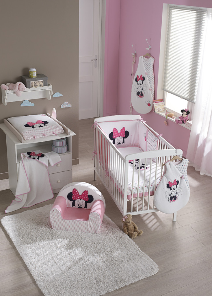 D coration chambre fille minnie for Decoration porte bebe