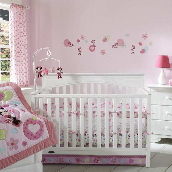 D coration chambre fille minnie for Idee de chambre bebe fille