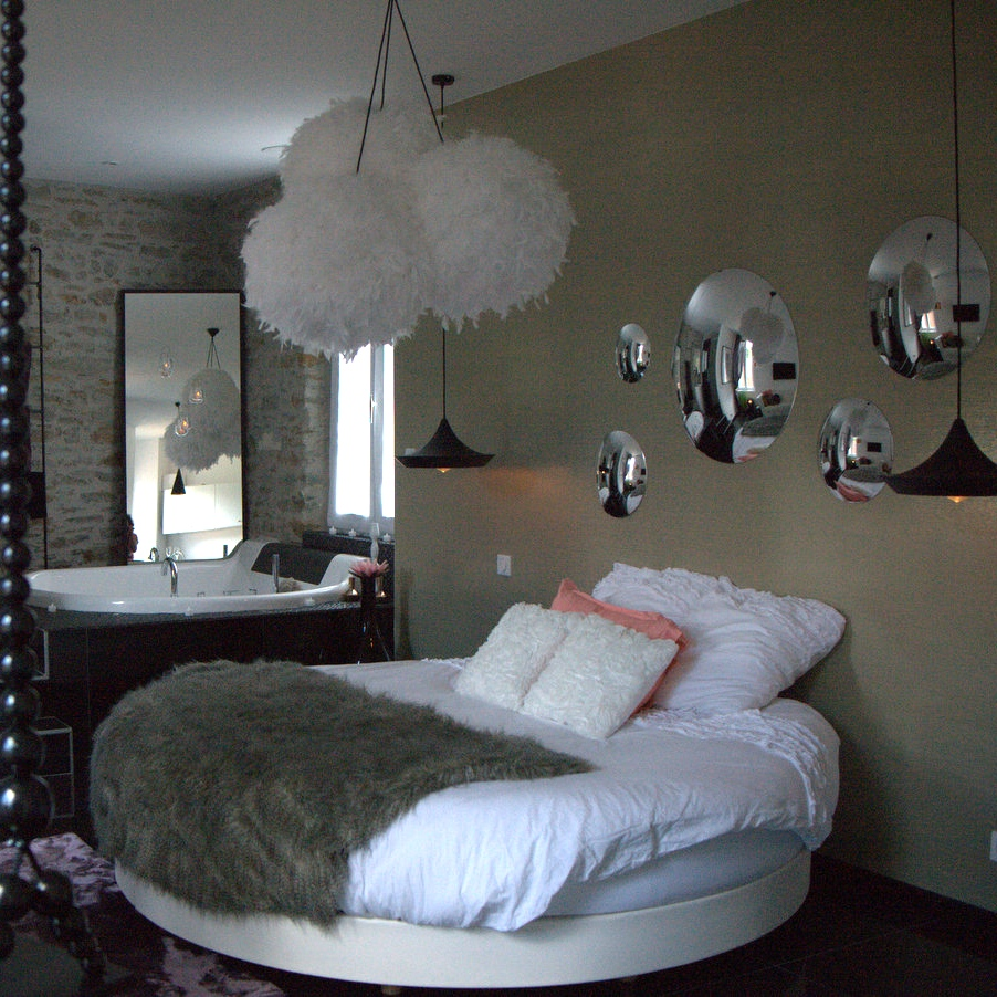 decoration chambre avec lit rond. Black Bedroom Furniture Sets. Home Design Ideas
