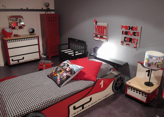 idee deco chambre garcon theme voiture visuel 2. Black Bedroom Furniture Sets. Home Design Ideas