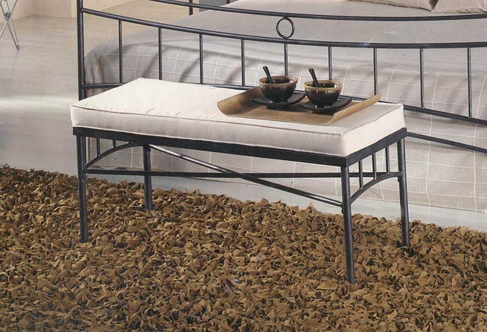 bout de lit en fer. Black Bedroom Furniture Sets. Home Design Ideas