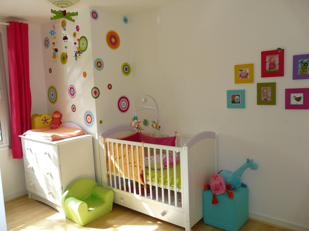 Idees decos chambre bebe visuel 5 for Idee chambre bebe mansardee