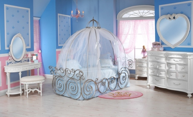 Deco chambre bebe fille princesse visuel 2 for Decoration princesse chambre fille