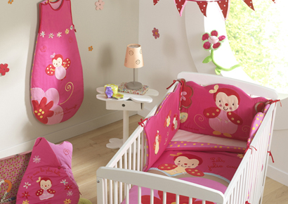 D coration chambre bebe fushia for Decoration chambre bebe fille rose et gris