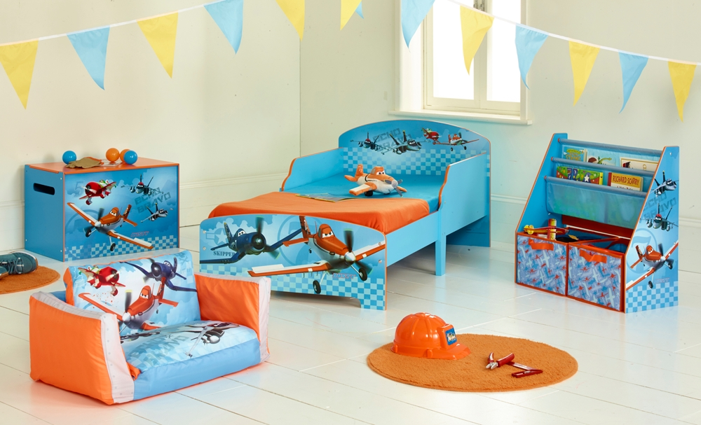 Deco chambre bebe disney zoomzoom with deco chambre bebe for Chambre bb dcoration
