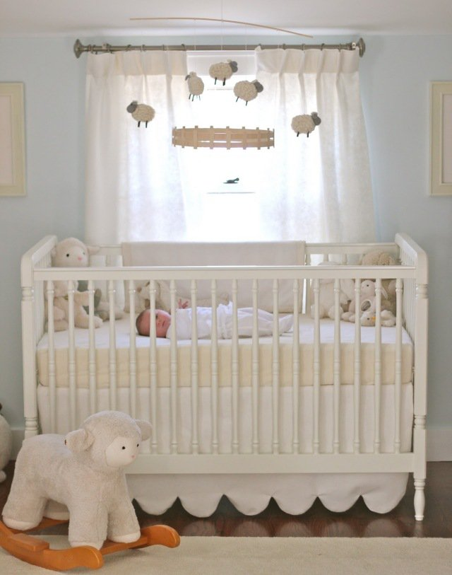 Decoration chambre bebe mouton for Deco chambre bebe mansardee 2
