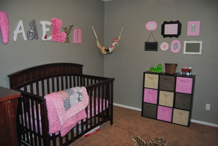 decoration chambre bebe gris rose
