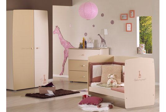 decoration chambre bebe sophie la girafe visuel 2. Black Bedroom Furniture Sets. Home Design Ideas