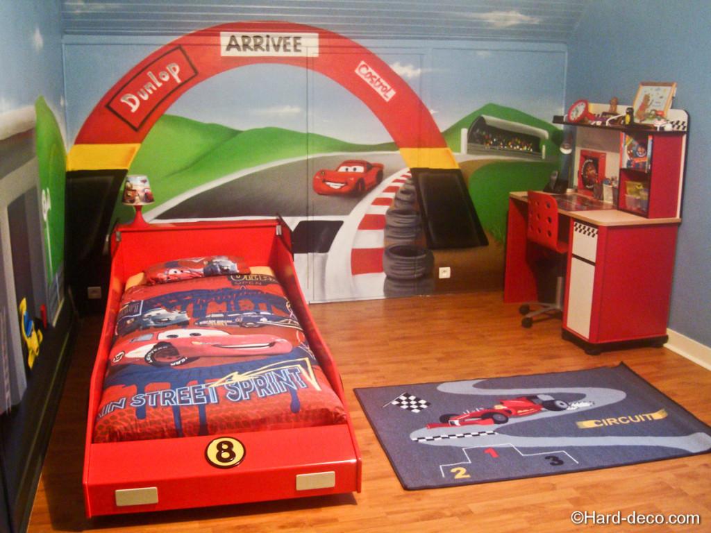 Idee deco chambre garcon for Deco chambre garcon voiture