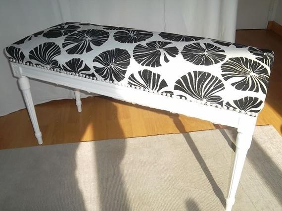 bout de lit louis. Black Bedroom Furniture Sets. Home Design Ideas