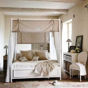 deco chambre lit baldaquin. Black Bedroom Furniture Sets. Home Design Ideas