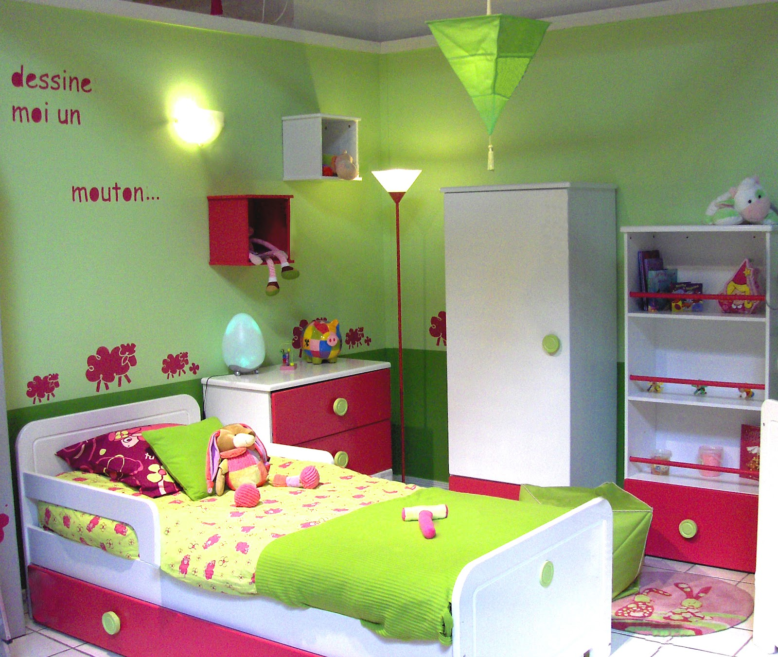 Decoration chambre fille for Modele de chambre deco
