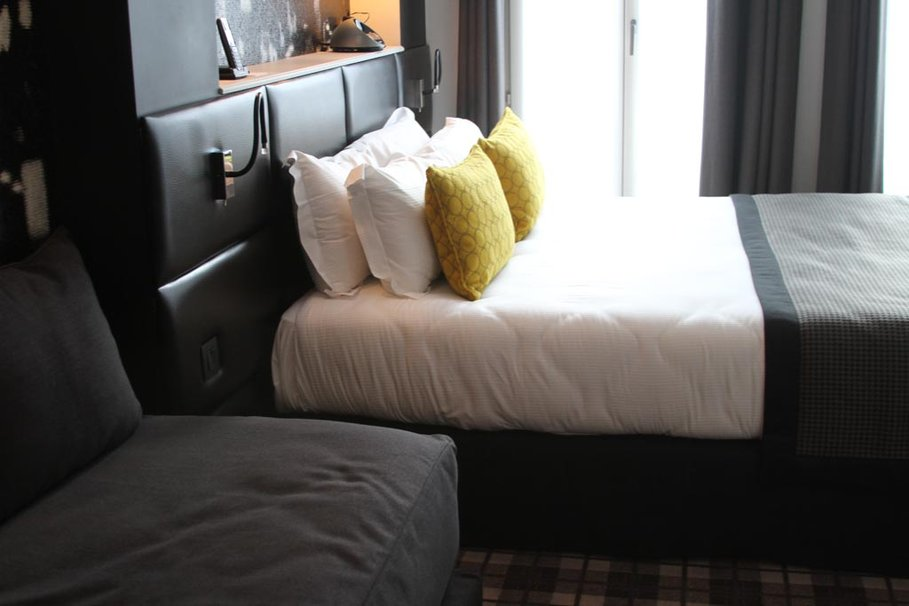 Emejing Chambre Jaune Et Noir Contemporary - House Design ...