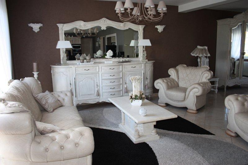 decoration chambre style louis xv visuel 3. Black Bedroom Furniture Sets. Home Design Ideas