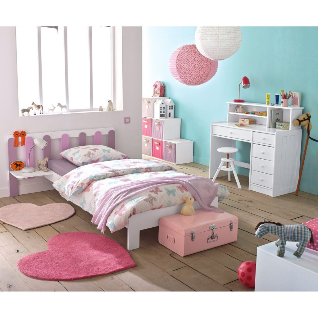 chambre fille 2 ans maison design. Black Bedroom Furniture Sets. Home Design Ideas