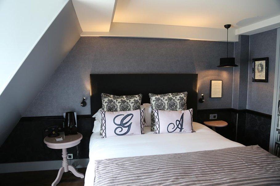 Beautiful deco noir et blanc chambre ado photos matkin - Deco chambre lit noir ...