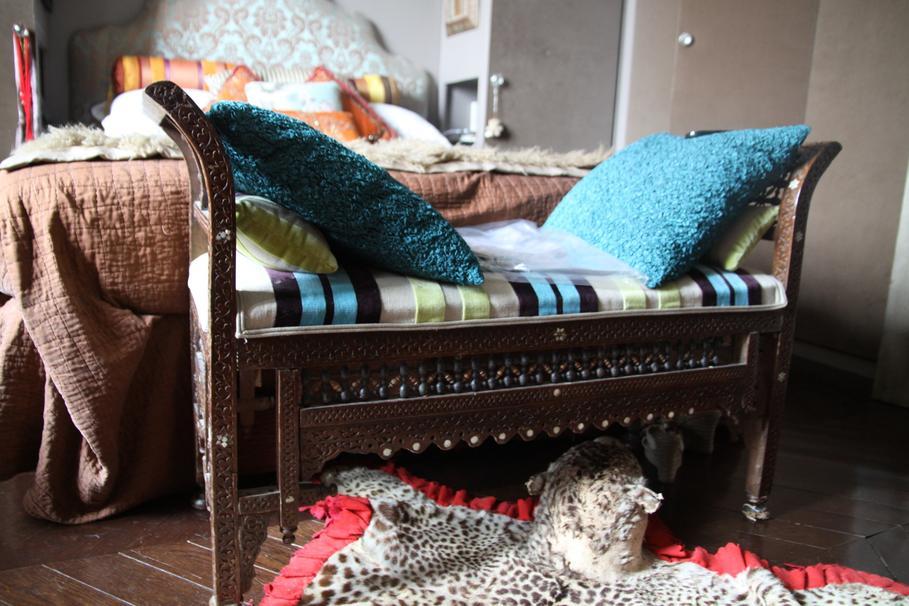 decoration banquette lit. Black Bedroom Furniture Sets. Home Design Ideas
