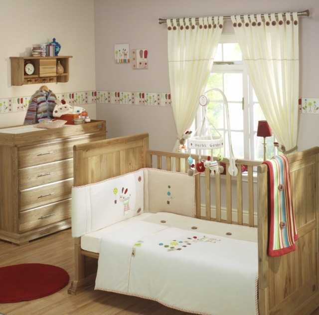 Decoration chambre bebe en bois for Chambre nolan bebe 9