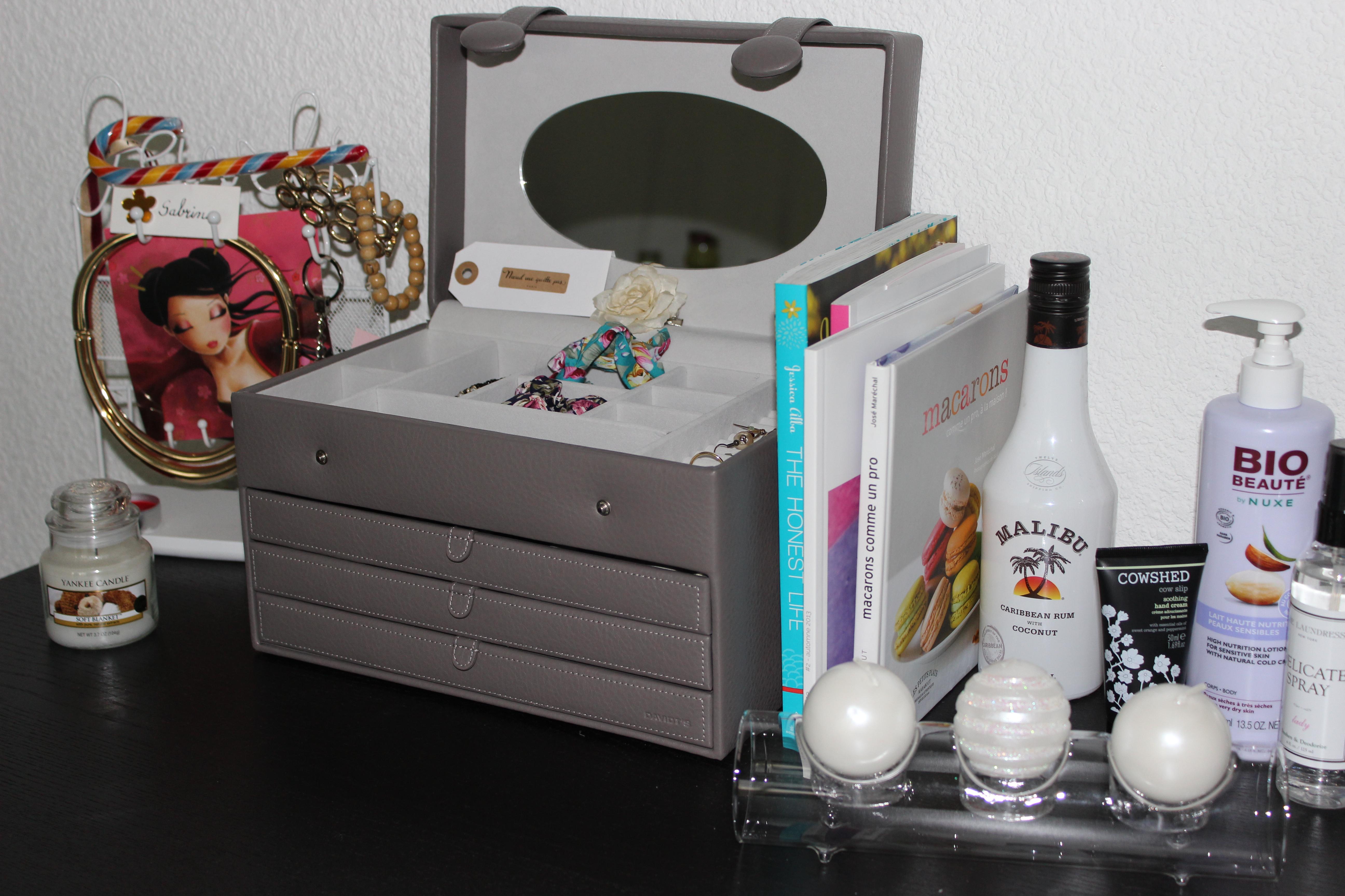 miroir range bijoux casa console duentre avec anciens. Black Bedroom Furniture Sets. Home Design Ideas
