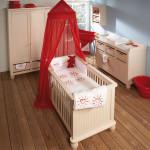 chambre bebe rouge et beige
