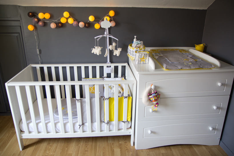 Chambre bebe garcon gris blanc pr l vement for Decoration maison jaune