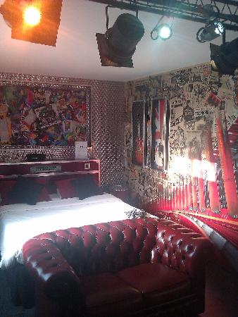 deco de chambre rock n roll. Black Bedroom Furniture Sets. Home Design Ideas