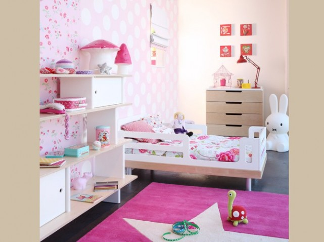 decoration chambre petite fille 2 ans visuel 3. Black Bedroom Furniture Sets. Home Design Ideas