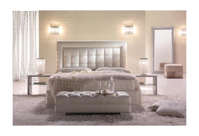 bout de lit tapissier visuel 2. Black Bedroom Furniture Sets. Home Design Ideas