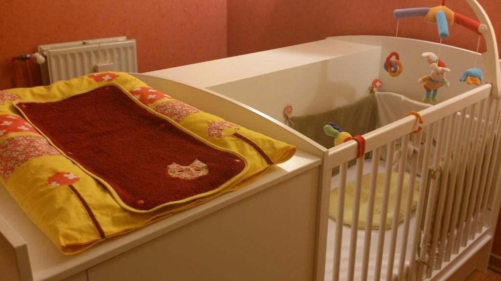 tour de lit bebe lit sans barreaux visuel 4. Black Bedroom Furniture Sets. Home Design Ideas