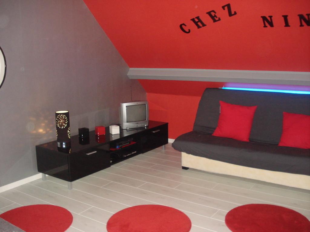 deco chambre ado noir et rouge visuel 2. Black Bedroom Furniture Sets. Home Design Ideas