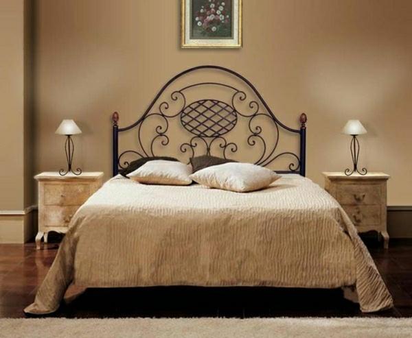 Decoration chambre avec lit fer forge for Deco chambre lit noir