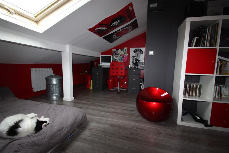 deco chambre ado garcon rouge noir visuel 6. Black Bedroom Furniture Sets. Home Design Ideas