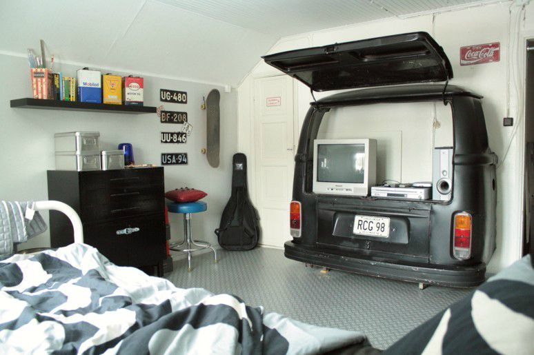 decoration chambre ado voiture. Black Bedroom Furniture Sets. Home Design Ideas