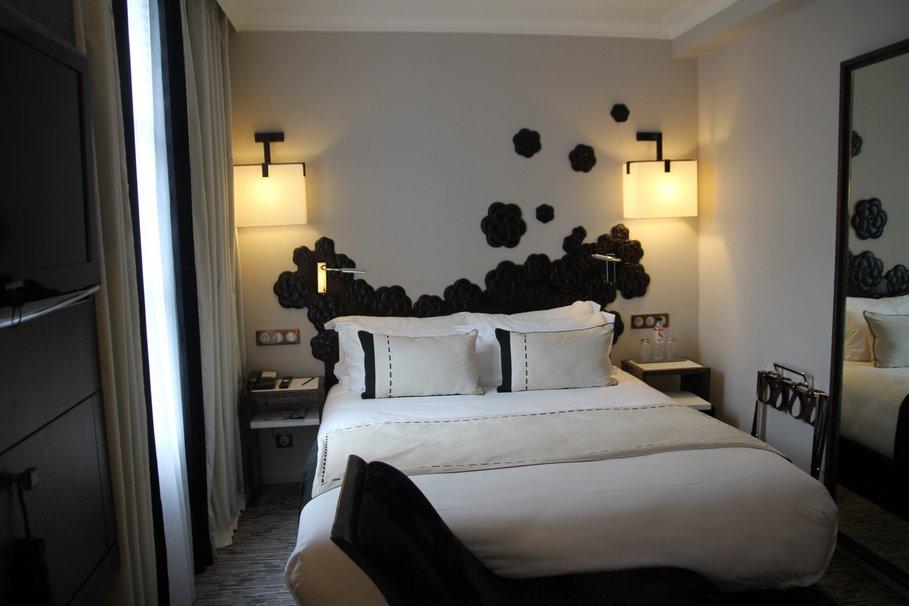 Chambre deco noir et beige visuel 2 for Idee deco chambre beige et blanc