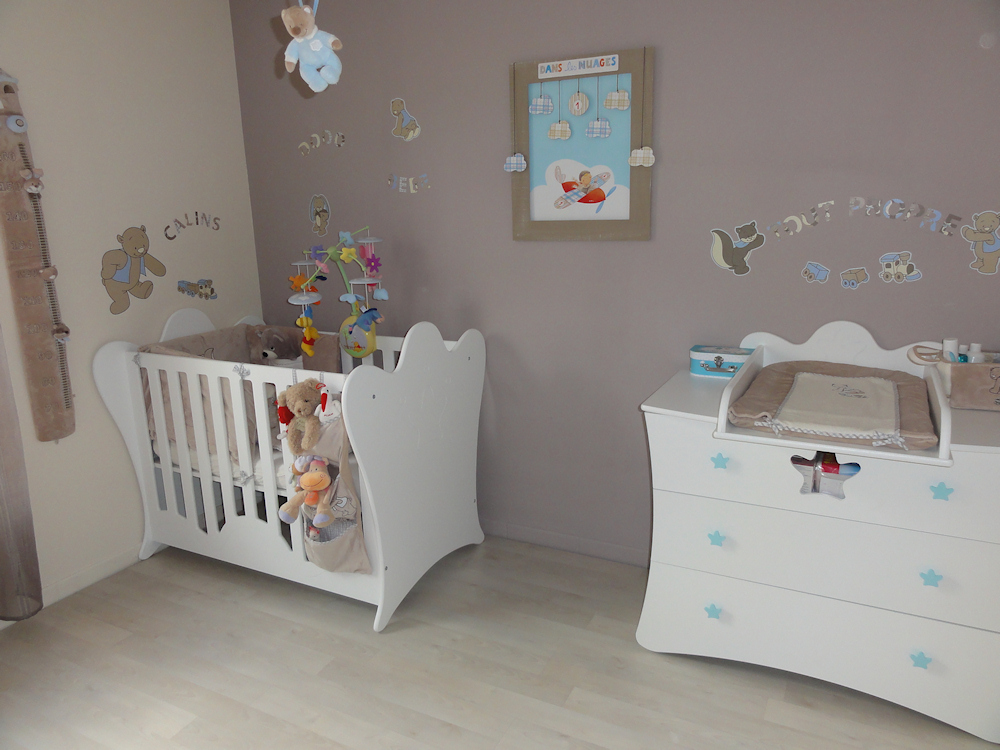 stunning peinture chambre bebe mansardee images amazing. Black Bedroom Furniture Sets. Home Design Ideas