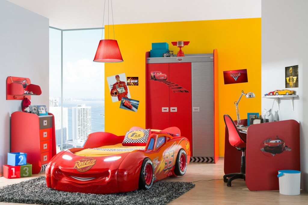 Decoration chambre garcon dco plafond pour la chambre for Decoration chambre cars