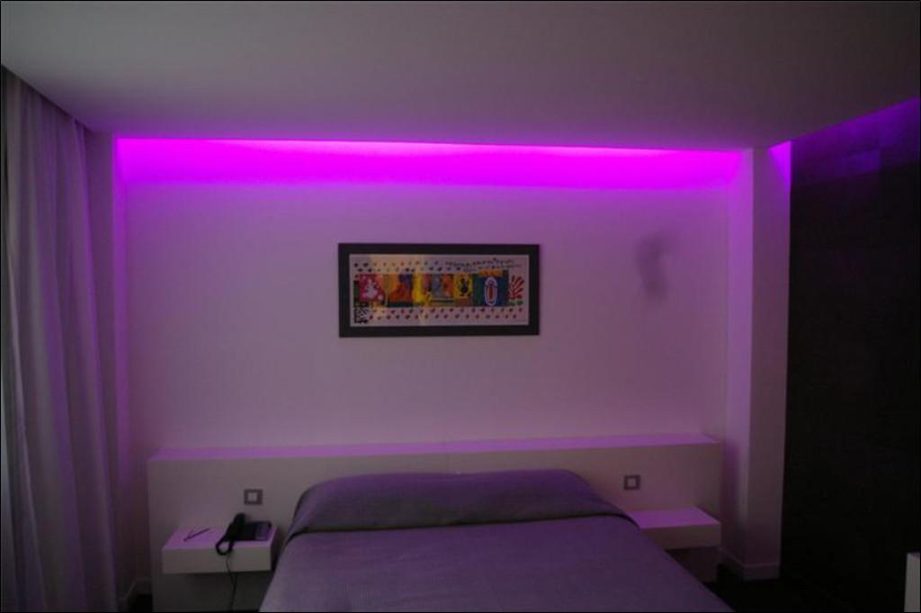 Luminaire pour chambre d 39 hotel for Led pour chambre