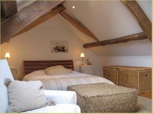 deco pour chambre mansardee visuel 1. Black Bedroom Furniture Sets. Home Design Ideas