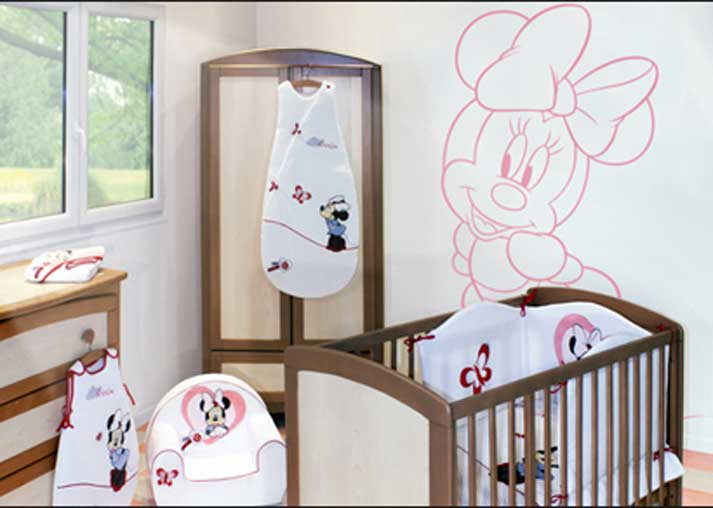 decoration murale chambre bebe disney. Black Bedroom Furniture Sets. Home Design Ideas