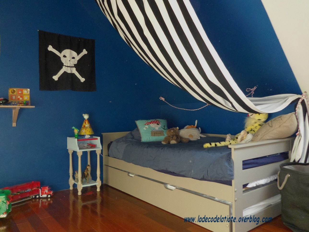 deco chambre pirate. Black Bedroom Furniture Sets. Home Design Ideas
