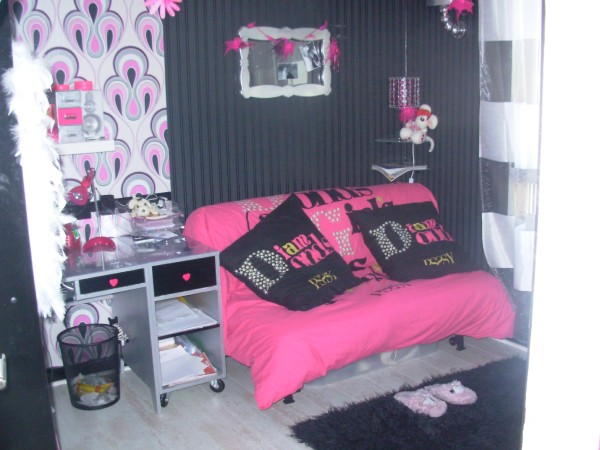 decoration chambre jeune fille 20 ans. Black Bedroom Furniture Sets. Home Design Ideas